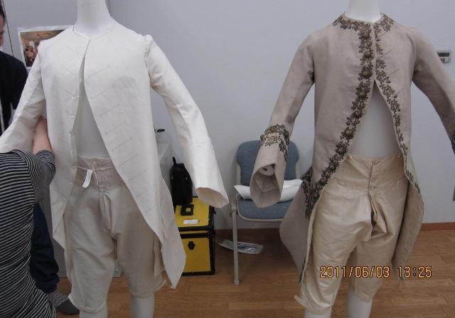 貴族のスーツ復元作業見学〈イズント〉