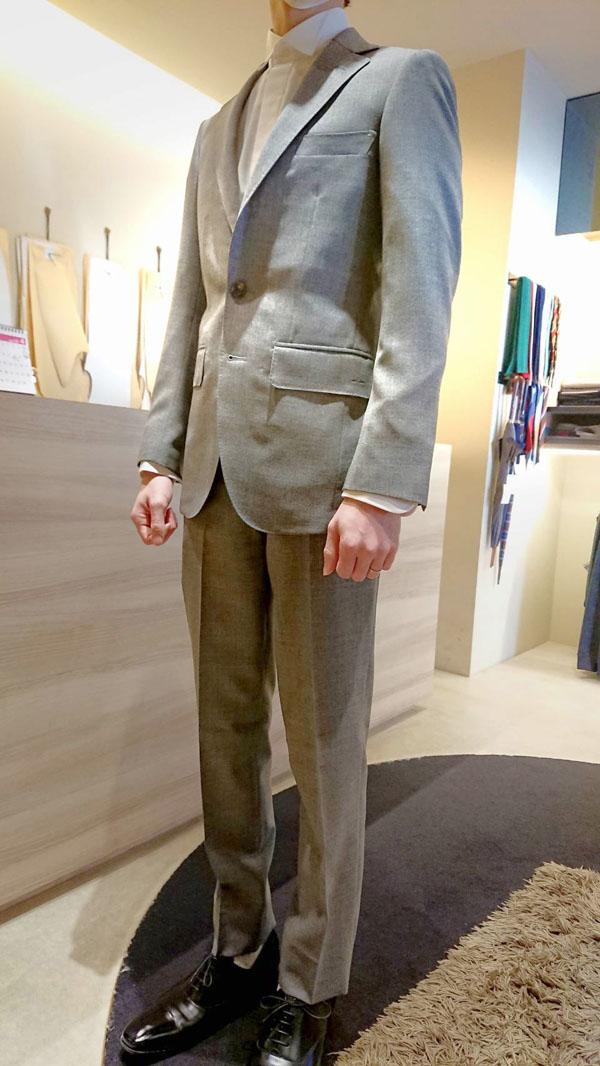 ウェディングスーツ〈イズント〉