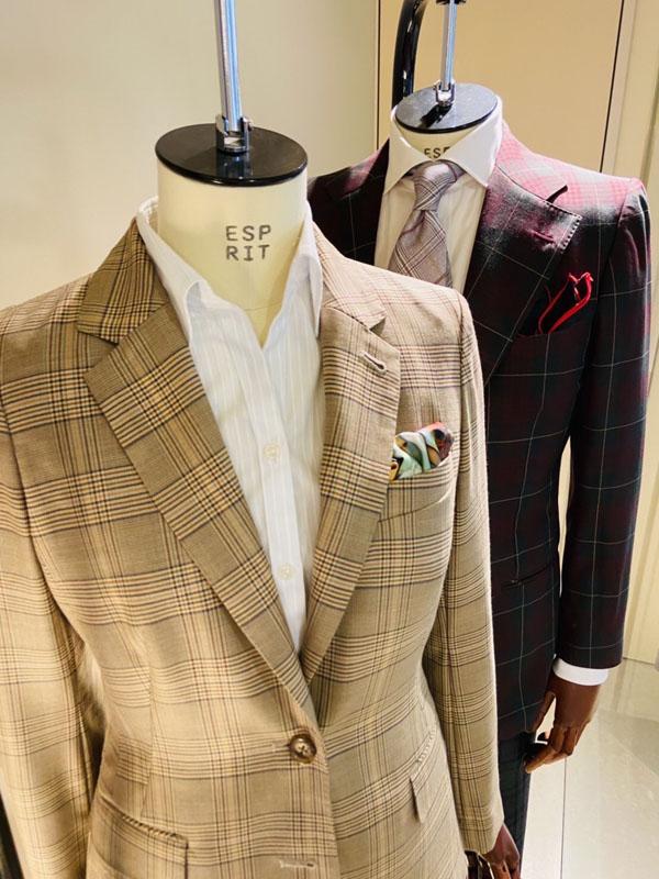 秋の装い、チェック柄のジャケット&パンツ、メンズ&レディース〈イズント〉